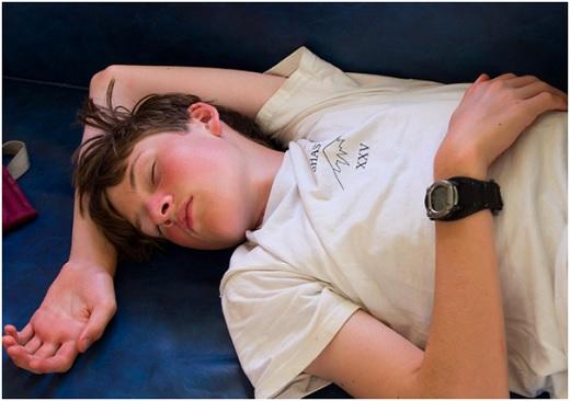 спящий мальчик фото