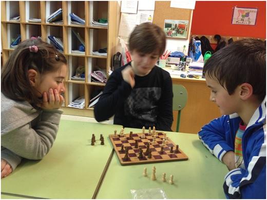 игра в шахматы фото